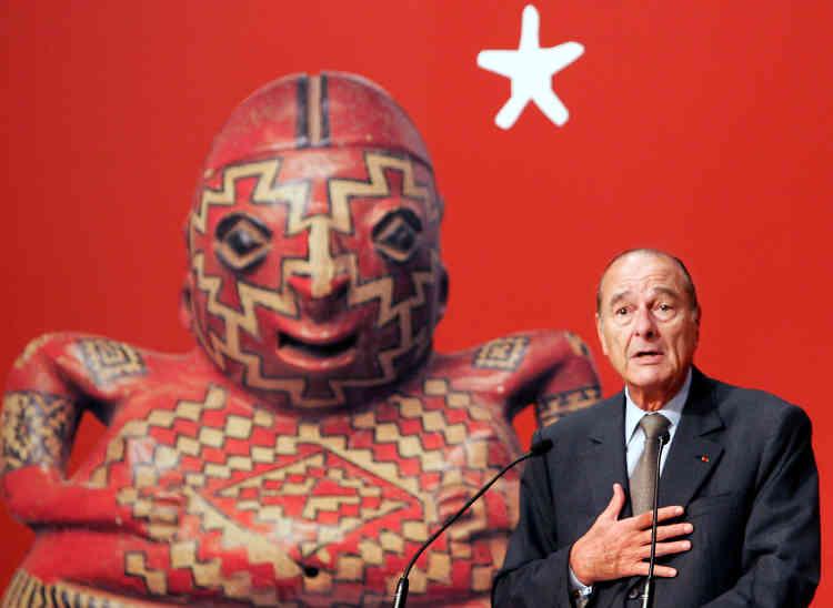 Pour célèbrer l'implication de l'ex-président de la République (1995-2007) dans la création de ce musée des arts d'Afrique, d'Océanie et des Amériques, l'établissement a été rebaptisé «Quai Branly – Jacques Chirac». Ici, l'ex-président, le 20 juin 2006, lors de l'inauguration du lieu.