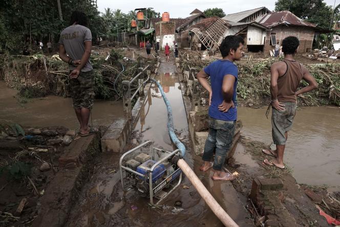 19 juin 2016, village de Kamulyan au centre le l'île indonésienne de Java, où des innondations et des glissements de terrain ont fait plus de 35 morts.