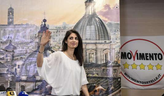 Virginia Raggi, la candidate populiste du Mouvement 5 Etoiles, a été triomphalement élue dimanche maire de Rome - une première pour une femme.