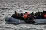 Des migrants sur une embarcation provenant de Mytilène, la principale ville de Lesbos, uneîle grecque de la mer Egée. Le 29 février.