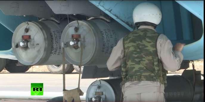 Les bombes à sous-munitions filmées par la chaîne de télévision russe Russia Today.