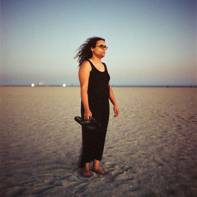 Cherine, à Los Angeles . «Je suis une femme transsexuelle et transgenre. Je vais avoir 38ans. J'ai grandi aux Etats-Unis dans une famille d'origine égyptienne. Culturellement, je me définis comme musulmane mais je n'ai plus la foi, même si j'ai toujours le sentiment d'appartenir à la communauté musulmane.Quand je vois ces gens qui se disent musulmans mais qui font le mal, comme à New York en 2001 ou à Paris récemment, je ne veux pas être associée avec des individus qui commettent de tels actes. Mon statut de transgenre n'y est pour rien. Je veux être un modèle.»