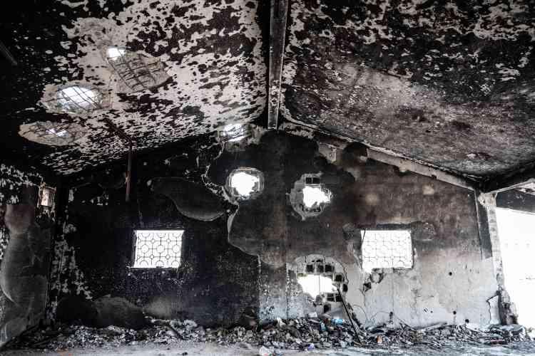 Près de Syrte, le 19 juin. Un hôpital de campagne des forces de Misrata attaqué par véhicule-suicide de l'EI. L'explosion a tué un médecin et blessé 10 autres personnes.