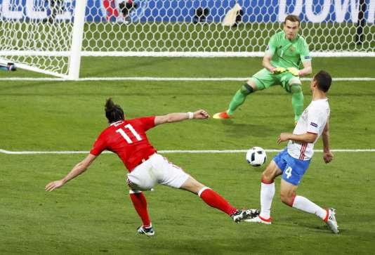 Gareth Bale rate une occasion de but face à Akinfeev. Il se rattrapera en seconde période.