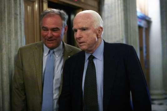 Le sénateur républicain John McCain, lors du vote sur des mesures limitant l'accès aux armes automatiques aux Etats-Unis, le 20 juin.
