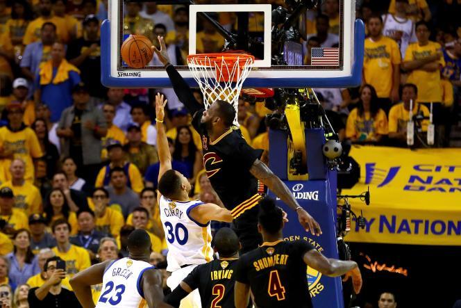 LeBron James s'est occupé de tout au cours de ces finales NBA, y compris de contrer le double MVP Stephen Curry.