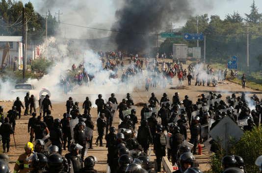 Des groupes d'hommes non identifiés ont ouvert le feu contre les civils et les policiers.