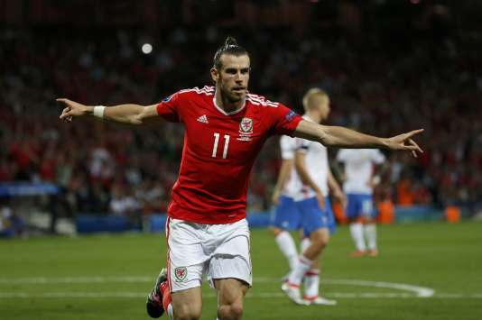 Le Gallois Gareth Bale fête son troisième but de la compétition, inscrit face aux Russes, le 20 juin à Toulouse.
