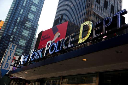 Trois responsables du New York Police Department ont été arrêtés lundi.