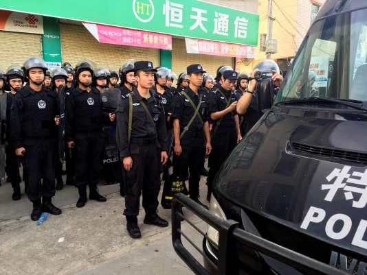 Treize habitants ont été interpellés, soupçonnés d'atteinte à l'ordre public et à la circulation.
