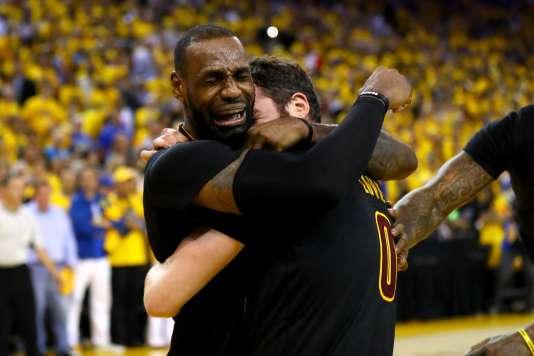 Les larmes de LeBron James après la victoire historique de son équipe.