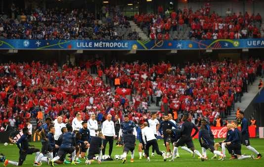 Dimanche 19 juin, au stade Pierre-Mauroy de Villeneuve-d'Ascq (Nord), avant le match contre la Suisse (0-0).