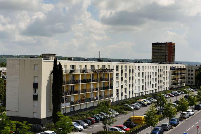 Quartier du Val-Fourré, à Mantes-la-Jolie (Yvelines), le 19 juin 2016. Larossi Abballa vivait dans l'appartement de ses parents depuis plusieurs mois.