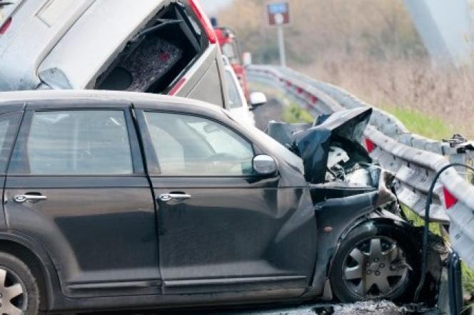 Parmi les morts dues à des traumatismes, les accidents de la route causent 3500 décès chaque année, et les suicides, 10000.