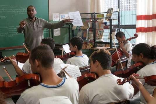 Lazaro Ramos dans le film brésilien de Sergio Machado, « Le Professeur de violon » («Tudo que Aprendemos Juntos»).
