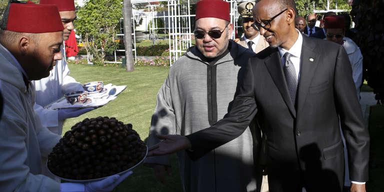 Le roi du Maroc, Mohammed VI, et Paul Kagamé, le président du Rwanda, au palais royal, à Casablanca, le 20 juin.