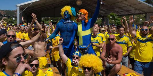 Le domaine de Cap Estérel dispose de sa propre fan-zone, d'une capacité de 3 000 places, où les matchs sont retransmis sur deux écrans géants. A la mi-temps et après chaque match, des musiciens suédois investissent une grande scène pour assurer des concerts.