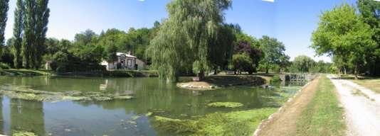 Après Meaux, le canal bordé de peupliers a des airs de ruisseau.