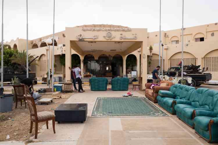 Le 19 juin. Les forces affiliées au gouvernement d'« union nationale » ont pris possession de l'hôtel Al Mahari, situé à quelques kilomètres du centre-ville de Syrte.