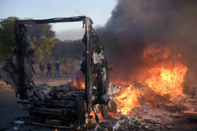 Des habitants de Tshwane, la municipalité qui englobe Pretoria, sont descendus dans la rue pour dénoncer la décision du parti au pouvoir – ici, àPretoria, le 21 juin.