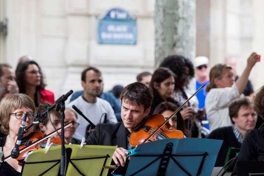 Des musiciens dans une rue de Paris à l'occasion de la 35e Fête de la musique, le 21 juin 2016.