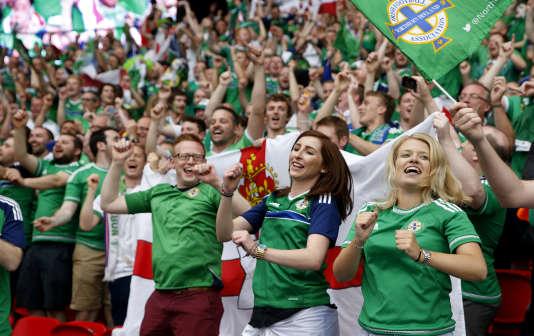 Les supporteurs nord Irlandais au Parc des Princes.