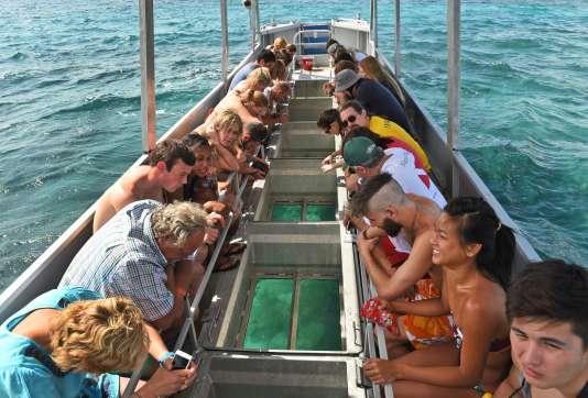 Les recettes touristiques issues de la Grande Barrière de corail sont estimées à 2,1 milliards d'euros.