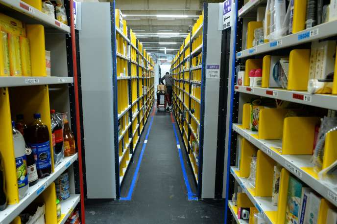 Un entrepôt d'Amazon à Paris, en juin.