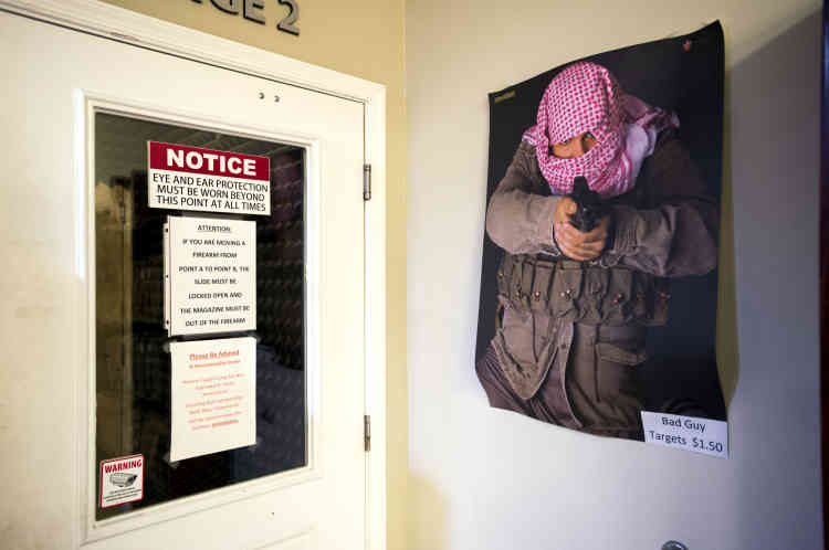 Une des cibles en vente au centre de tir de Port Sainte-Lucie à 1,50 dollar l'unité. L'affiche est intitulée «Bad guy». Elle était déjà en vente avant la fusillade d'Orlando.