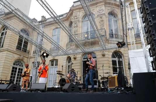 Un concert était donné à Matignon mardi 21 juin au soir, à l'occasion des 35 ans de la Fête de la musique.
