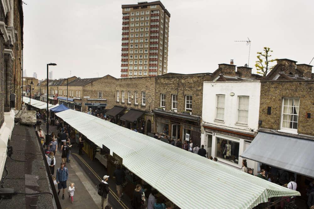 Fondé en 2004 et installé dans un quartier populaire de l'Est londonien, leBroadway Market connaît un grand succès. Des enseignes nouvelles et d'autres plus traditionnelles attirent les cockneys et les hipsters. Ce marché s'étend du parc de London Fields au Regent Canal.