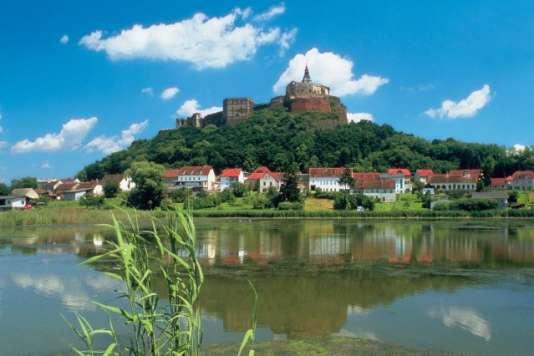 Des petits villages typiques, avec clocher et jolies demeures historiques le long du Danube.