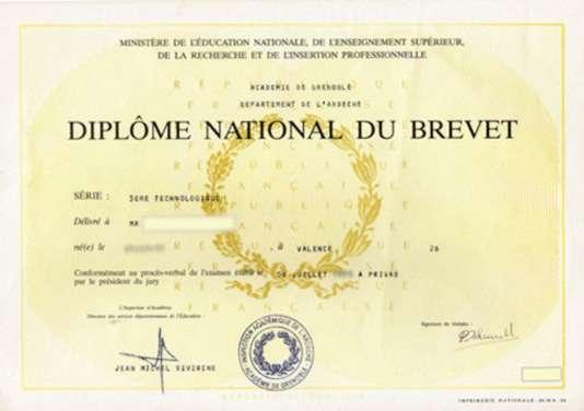Un exemplaire du diplôme national du brevet