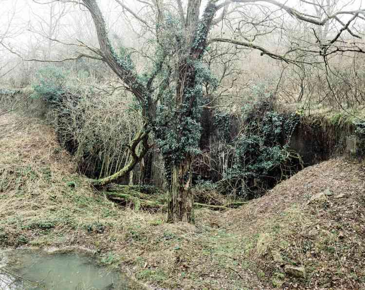 A Cattenom (Moselle), petit ouvrage d'infanterie monobloc de l'Oberheid. Les ouvertures ont été remblayées dans les années1980 pour en interdire l'entrée.