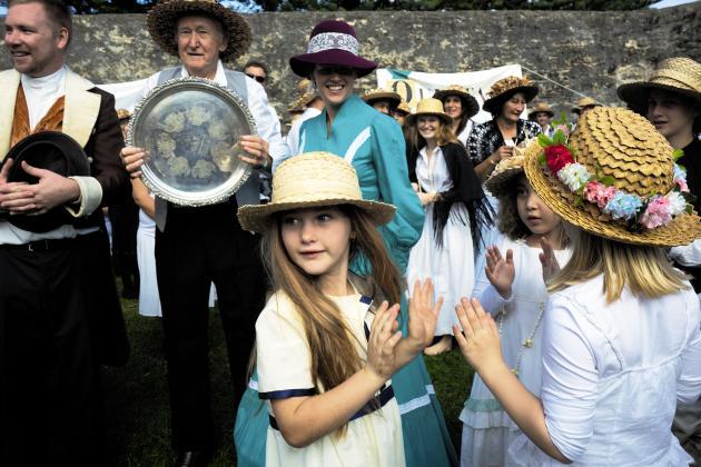 Tous les 8 juin, les habitants de Norfolkfêtent, en habit traditionnel, l'arrivée des mutins de la «Bounty».
