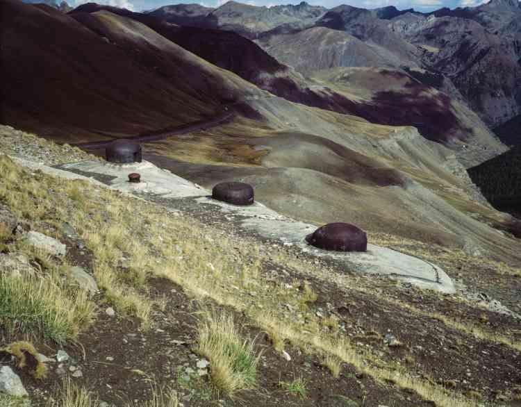 Le gros ouvrage du col de Restefond à Jausiers (Alpes-de-Haute-Provence) est resté inachevé en raison de la difficulté de construire en haute montagne.