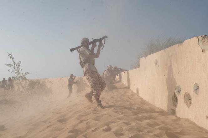 Des combattants desforces affiliées au gouvernement d'«union nationale» (GNA) sur la ligne de front à l'entrée ouest de Syrte le 21 juin.