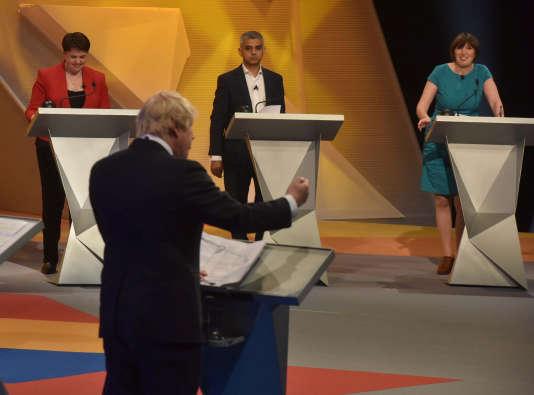 Boris Johnson (au premier plan), lors d'un débat sur le « Brexit », notamment avec son successeur à la mairie de Londres, Sadiq Khan (au centre), le 21 juin.