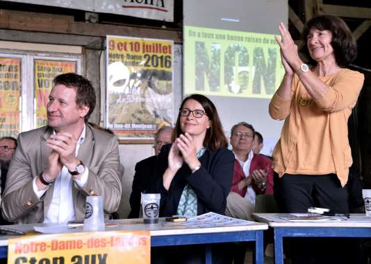 L'eurodéputé EELV Yannick Jadot et la députée EELC Cécile Duflot lors d'une conférence contre le projet d'aéroport à Notre-Dame-des-Landes, le 22 juin.