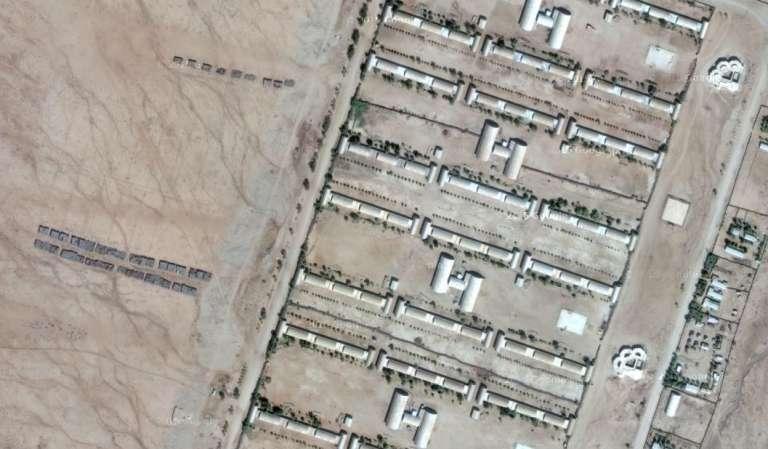 Détail d'une vue satellite du camp de Sawa, au centre de l'Erythrée, à une vingtaine de kilomètres de la frontière soudanaise. A gauche des baraquements, les stands d'entraînement autir.