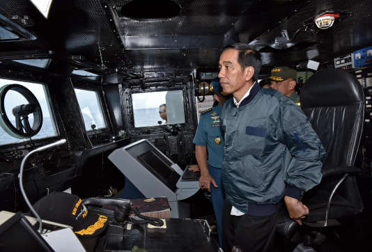 Le président indonésienJoko Widodo sur le navire «KRI Imam Bonjol» jeudi 23 juin.