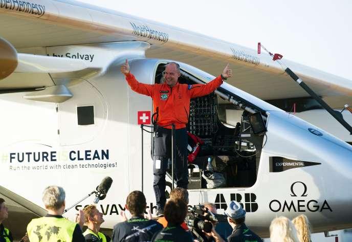 L'explorateur et psychiatre Bertrand Piccard (ici avec le Solar Impulse, à l'aéroport de Séville en 2016) veut convaincre les dirigeants de la planète de l'urgence de lutter contre le changement climatique.
