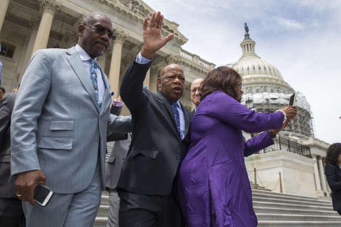 Le député américain John Lewis après la levée du sit-in jeudi après-midi.