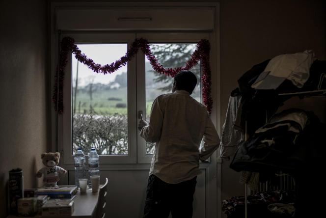Un réfugié érythréen à Calais en février 2016. Beaucoup des témoignages des migrants qui proviennent de ce petit pays de la Corne de l'Afrique parle du camp militaire de Sawa, passage obligé pour la jeunesse du pays.