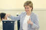 Nicola Sturgeon vote à Glasgow (Ecosse), le 23 juin.