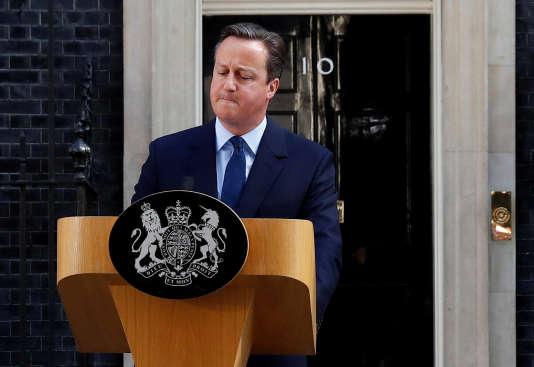 Le 24 juin, David Cameron annonce qu'il démissionnera dans les trois mois.