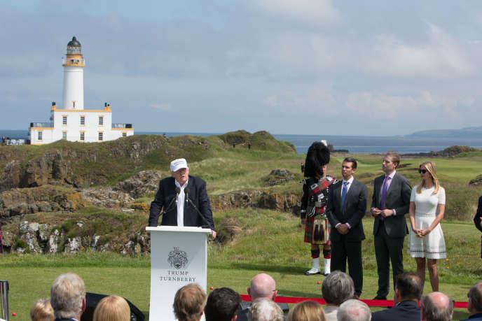 Donald Trump sur son golf de Turnberry, près de Glasgow, le 24 juin 2016.