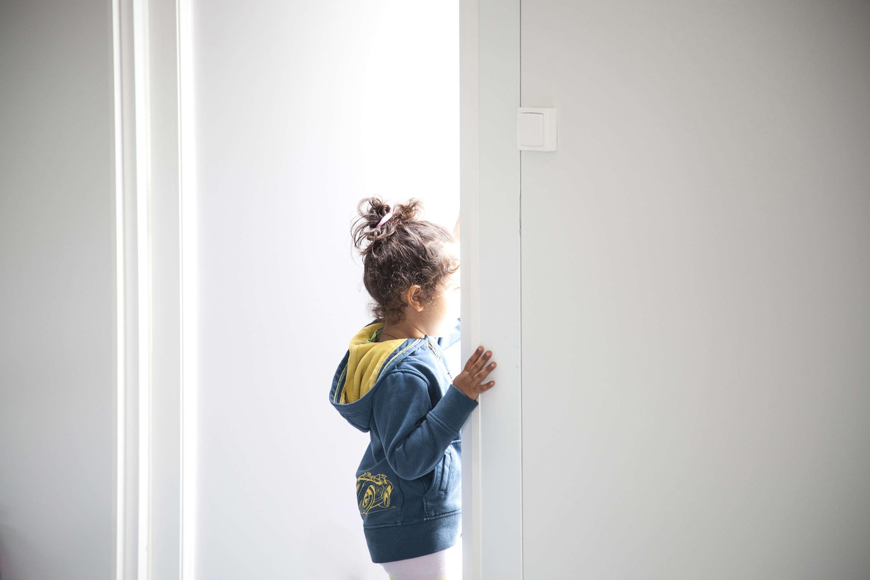 15 heures, l'école est finie. Le dispositif de scolarisation inauguré au centre Jules-Ferry de Calais est ouvert aux enfants et adolescents de 6 à 16 ans – l'âge, en France, de la scolarité obligatoire. Quelques plus petits s'y présentent aussi.« C'est une demande des mères, explique l'inspectrice Christine Salvary. Etre à l'école, c'est retrouver une forme de normalité. Les mamans en tirent une vraie fierté. »