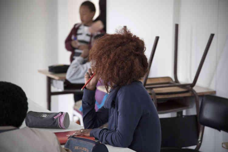 Dans les classes, filles et garçons se mêlent sans difficulté. «On n'a rencontré aucun problème avec la mixité», pointent les enseignant. Avec une limite: «Ici comme dans n'importe quelle classe, les garçons vont parfois se mettre en retrait pour laisser les filles, plus studieuses, faire le boulot…»