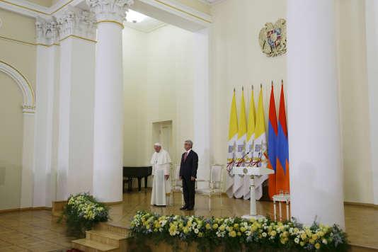 Le pape François et le président arménien, Serge Sarkissian, le 24 juin à Erevan.